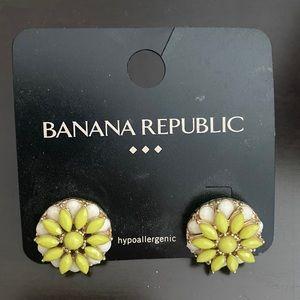 NWT Banana Republic flower earrings